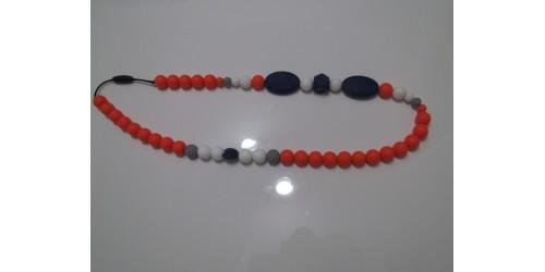 Collier porté par maman pour dentition de bébé- Orange